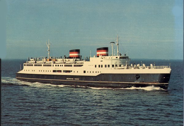 DSB M/F Dronning Ingrid fra 1951 på Storebælt. (14999 bytes)